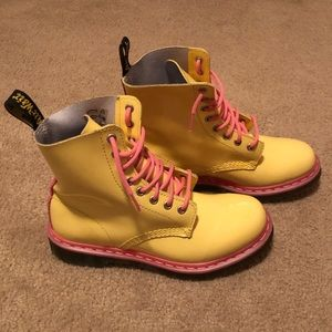 Dr. Martens Pascal in Acid Yellow/Pink Patent
